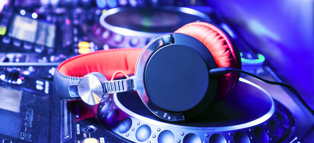 8 Signs Of A GREAT Wedding DJ